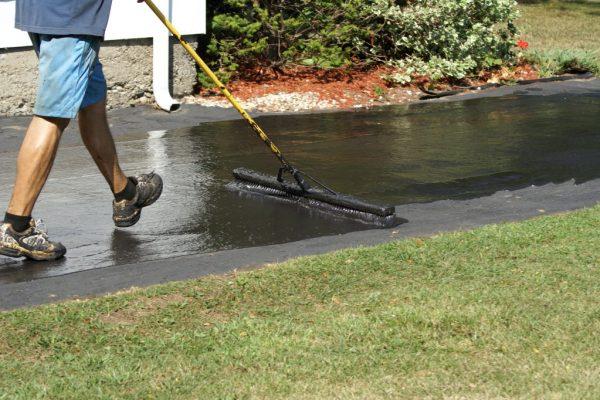 Appying driveway sealer